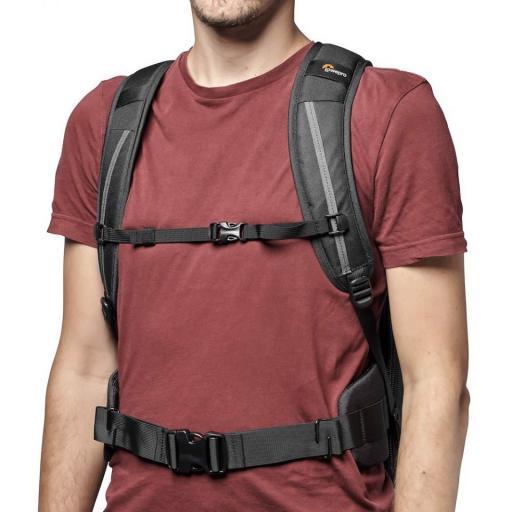 camera-backpack-lowepro--flipside-iii-lp37352-pww-cheststrap.jpg